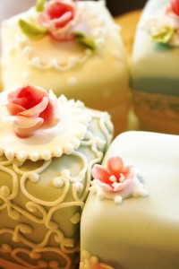 SylviasKitchen_WeddingCakes_VintageMiniatures-(3)